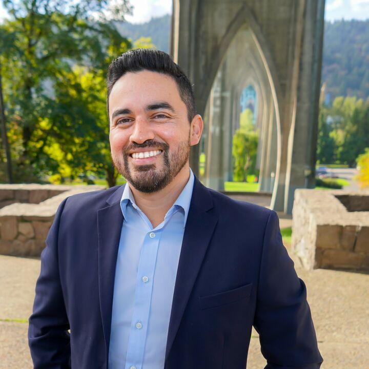 Josh Velasquez, Broker, Licensed in Oregon in Portland, Windermere