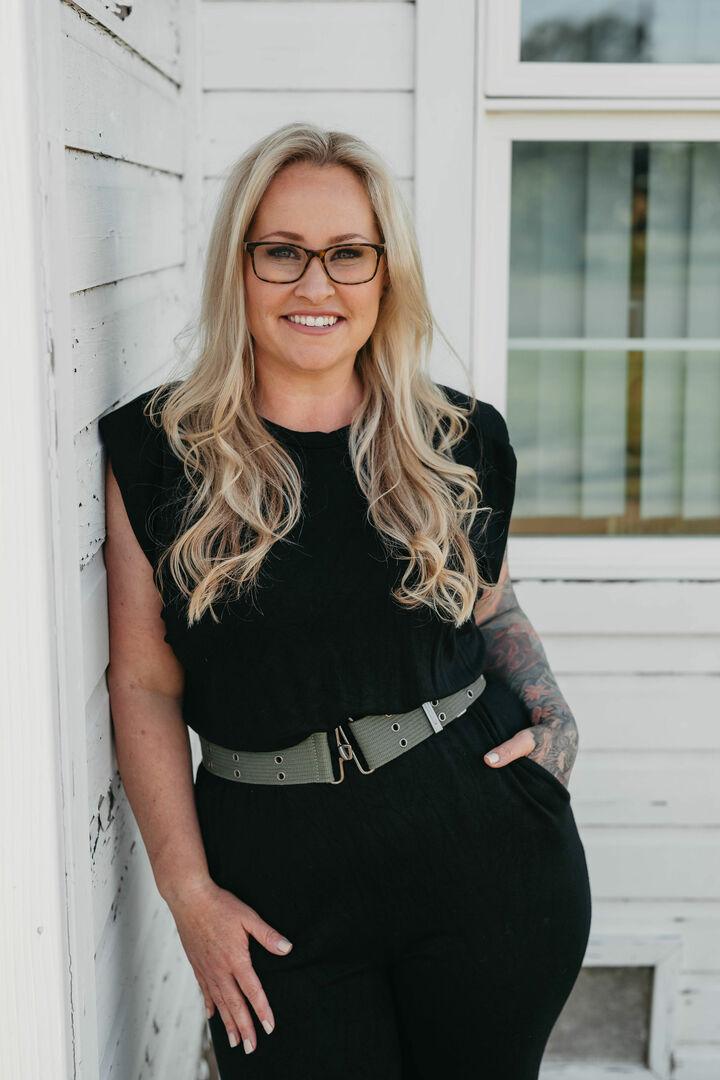 Jennifer Lindsey,  in Westlake Village, Pinnacle Estate Properties